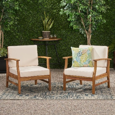 comfortable club chairs outdoors