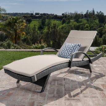outdoor lounger chairs for seniors
